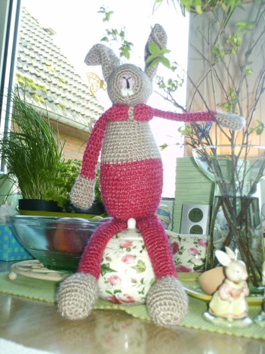 """gehäkelter Hase aus ANNA 4/14, """"verfeinert"""" mit Hasenzähnen ..."""