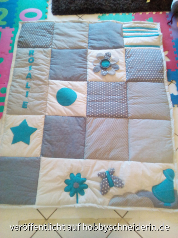 Patchwork-Krabbeldecke mit Applikationen