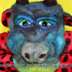 Neptun der Seeteufel, der Kopf ist Trockenfilzung mit dem Addi quick. Das Klappmaul wurde aus 2 Schulterpolstern, Socke, Nähma und Filzwolle gefertigt.https://www.youtube.com/watch?v=iqhsqESB0Rs
