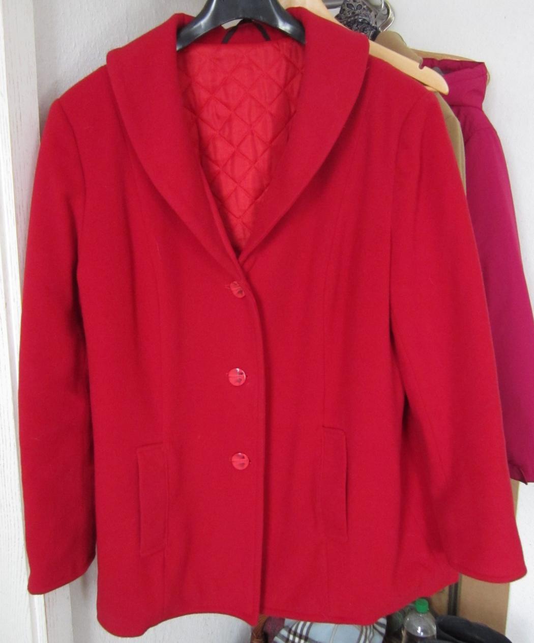 rote Jacke mit Steppfutter,