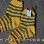 Gelb-grüne Kindersocken