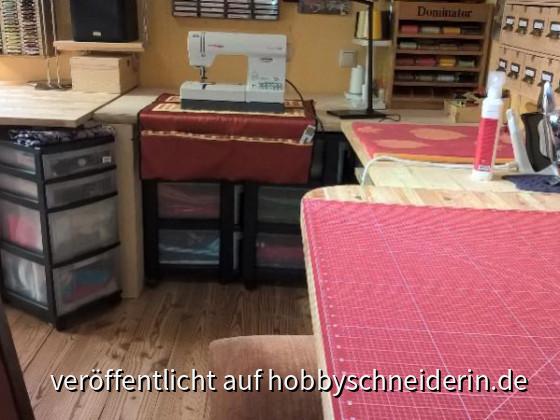 AT5 Schneidetisch zu Nähbereich, Utensilo selbstgemacht, Bügeltisch und Schneidetisch selbst gebaut (auf die Schnelle = nur zusammengespaxt)
