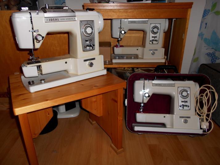 """Treffen der Altertümchen - drei Ideal Super Automatik 785 beim Plaudern aus dem Nähkästen;links eine Maschine, die verschenkt wird, im Schrank die """"Anni"""", rechts Nähmäuschens Oldie"""