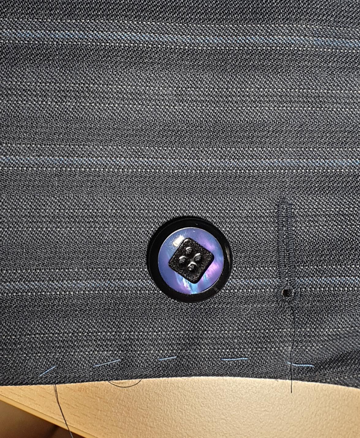 Erstes Knopfloch mit der J 6700