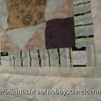 Handgequiltet mit zwei Farben natur bei den Federn am Rand und braun in der Mitte