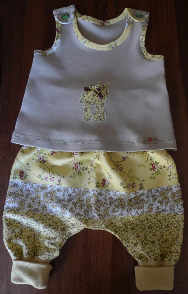 Babykombi zur Geburt eines kleinen Mädchens verschenkt.