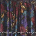 Das Langarmshirt habe ich schon vor über 1 Jahr aus 2 verschiedenen Wolljerseys genäht und trage es sehr gern. Aus den Resten der beiden Stoffe entstand die Tunika Violet Rose aus der Ottobre He/Wi 2011. Allerdings bin ich über den Schnitt etwas enttäusch