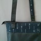 Tasche aus Kunstleder und Stoff