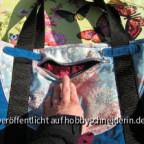 vordere Seitentasche (noch nach Schnabelina genäht). Silberner Reißverschluß. Beim öffnen blitzt einem roter Panesamt entgegen.