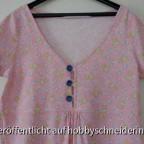 Still-Nachthemd mit großen Knöpfen, damit der Kleine nicht lange warten muss...