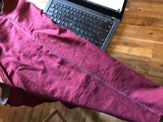 E11 - Schwingendes Leinenkleid, Paspolstreifen - Ceri