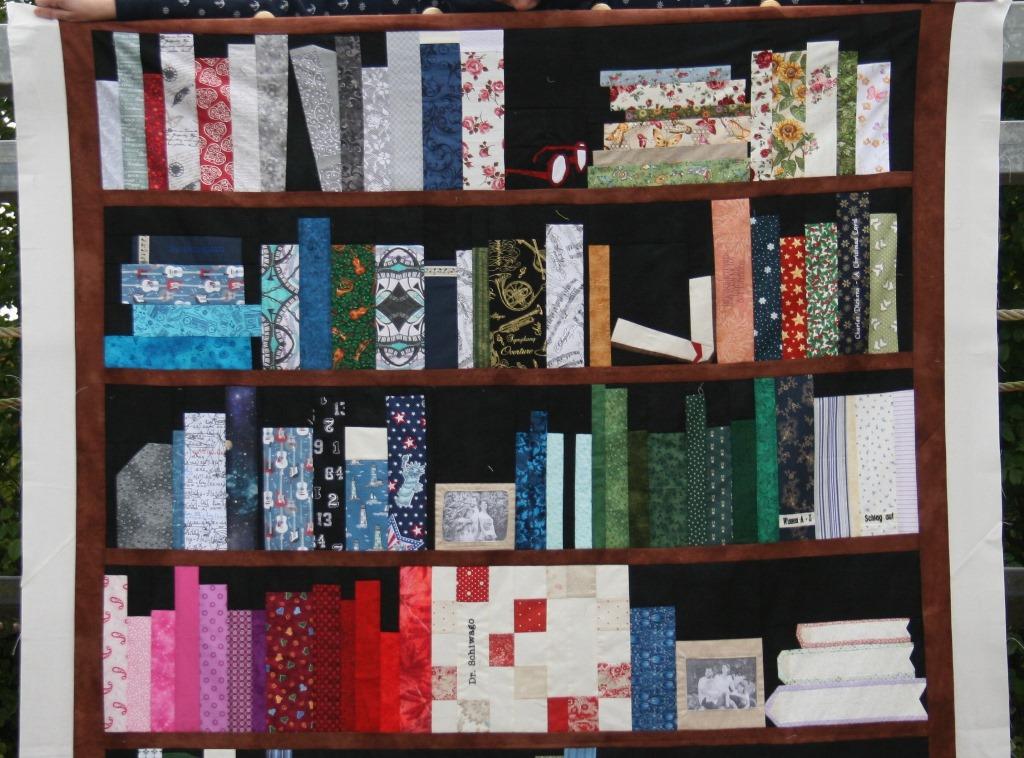 Bücherregalquilt Detailansicht obere Hälfte
