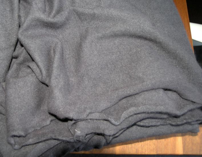 Kuscheliger Strickstoff. warm grey, 3.40 m17.12.13: 2 Meter verbraucht, 1,40 m übrig.