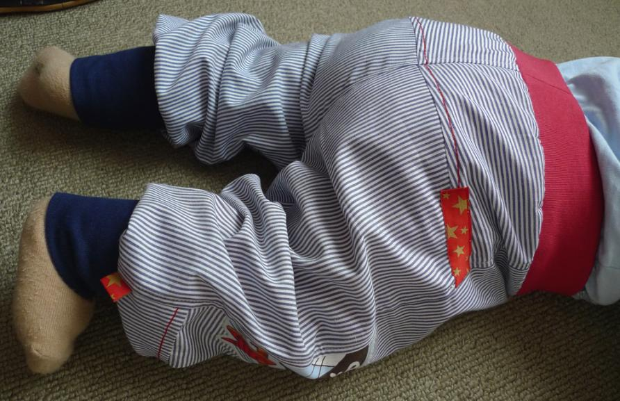 Baby-Outdoorhose Majava, das erste Teil der Sommerkombi