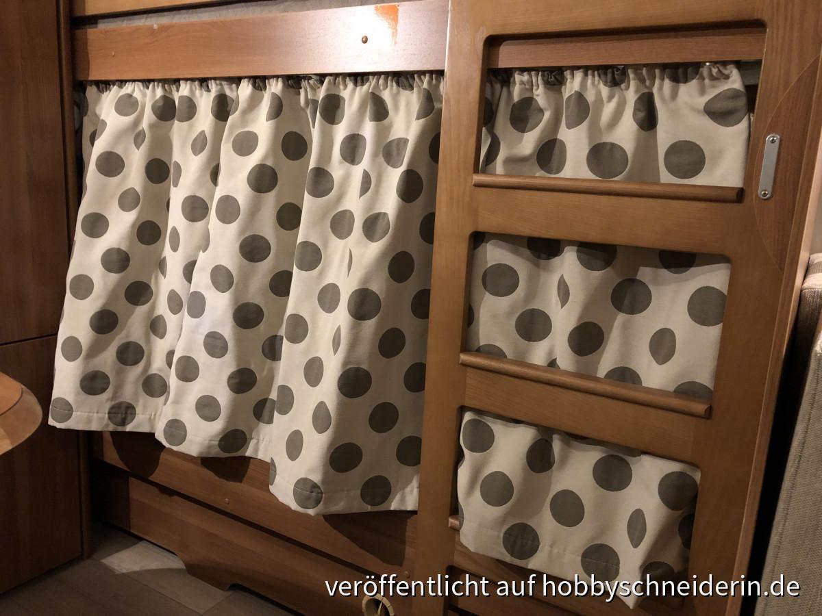 Vorhang vor Etagenbett