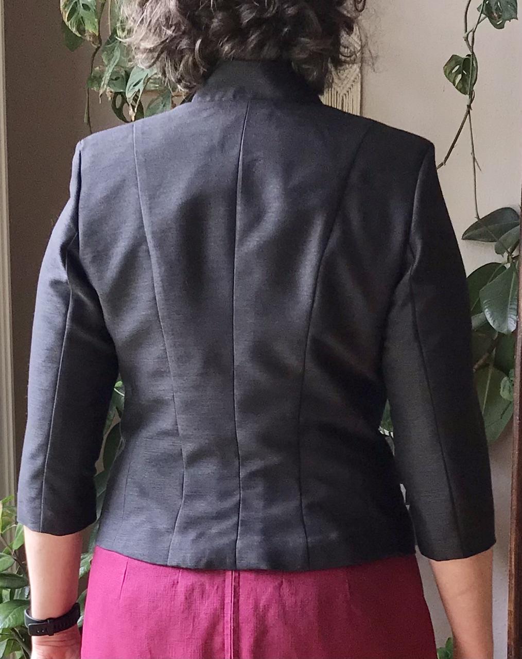 E14 - Kurze Jacke mit Stehkragen hinten - Ceri