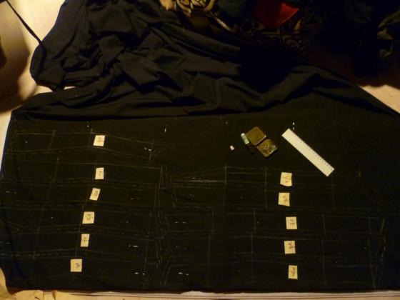 Alles fein säuberlich aufgezeichnet und markiert, der Stoff ist Baumwolle Batist.