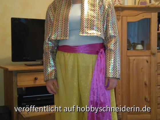 burda Schnitt 2526 in Gr. 44/46, Stoffe von Buttinette