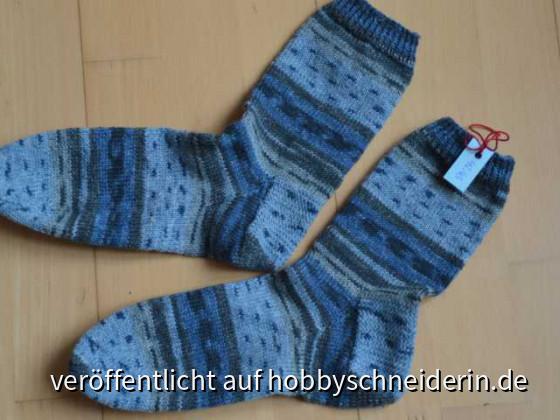 Blau-graue Männersocken 2020 in Gr 42-43
