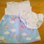 Luftiges Sommerkleidchen mit Windelhose