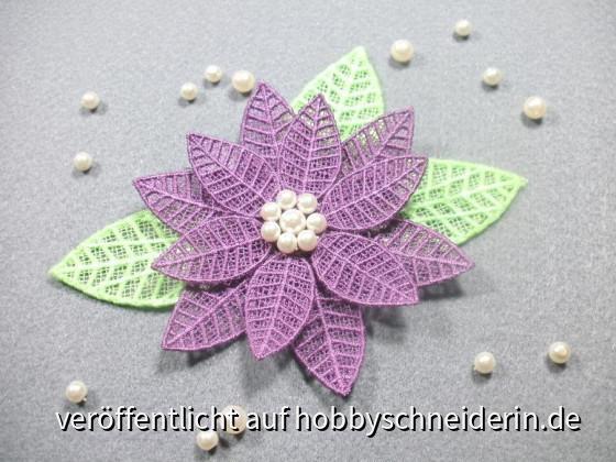 3D Blume, selbst entworfen und digitalisiert, gestickt auf der Artista 200