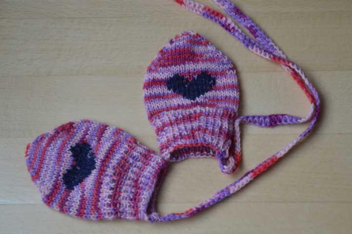 Babyhandschuhe mit Herzchen