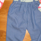 Kombination Jerseyshirt aus Summersweat und Trägerhose aus Summerjeans