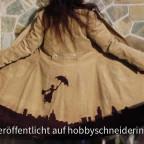 Wintermantel Johanna aus Cord mit Mary Poppins von hinten.