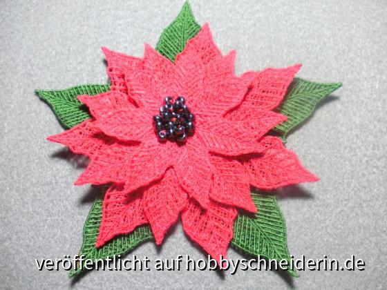 3D Weihnachtsstern selbt entworfen und gepuncht, gestickt auf derArtista 200, bestickt mit schwarzen Perlen
