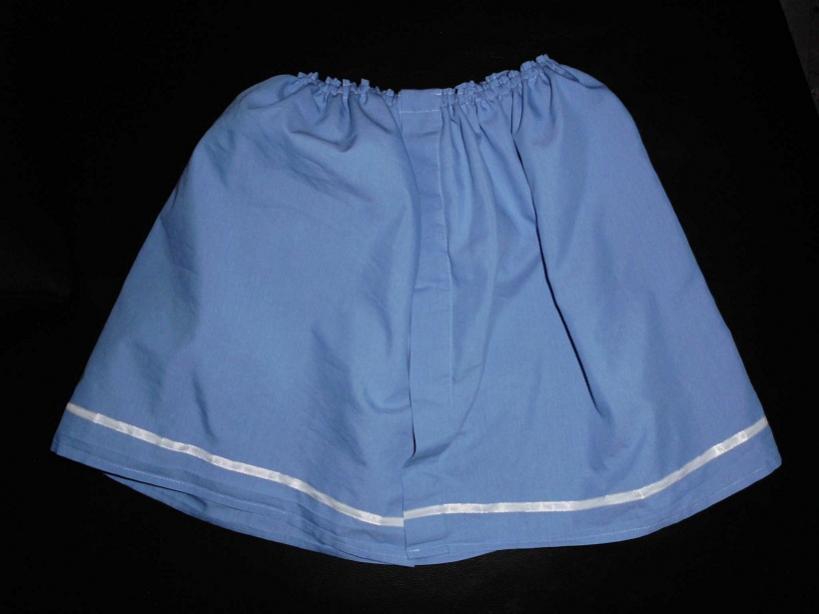 Mädchenrock aus einem Herrenhemdenunterteil.