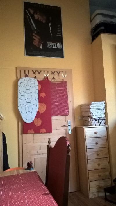 Tür mit Eck vom 'Speicher' = wir haben weder einen richtigen Keller noch einen Speicher = nur in diesem Zimmer ist ein kleiner Kriechspeicher/Enpore