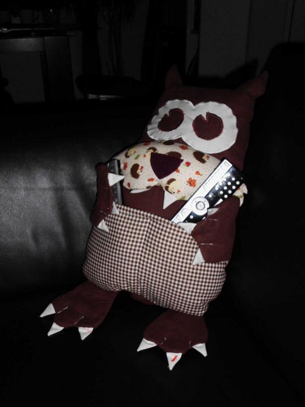Sofakumpel Wolf - ist aber ein zahmes Hundi geworden. In seinen Bauchtaschen bewahrt er die Fernbedienungen auf, sonst ist er ein Kissen.