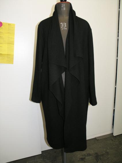 Mantel/lange Jacke aus Wolljersey.  Schnitt 127/118/129 Burda 1/2013. Die vorderen Kanten sind unversäubert. Eventuell wird das noch geändert.