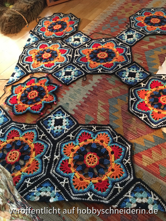 Persian tiles blanket von Janie Crow