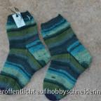 Blau-grüne Kindersocken