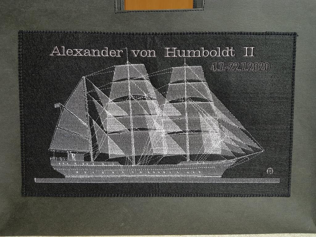Einkaufstasche aus SnapPap mit Segelschiff-Stickerei