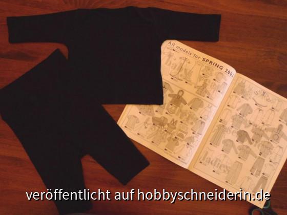 Für ein Fotoshooting à la Anne Geddes als Basiskleidung gebraucht: Langarmshirt und Hose schwarz in Gr. 50-56