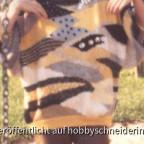 Handgestrickt, aus Wollresten, bestickt mit Perlen und Pailetten