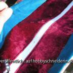 Geschlossener Verschluß. Der schwarze Punkt mitten im Bild im Reißverschluß ist ein abgebrochenes Zähnchen (kleiner Unfall beim steppen der letzten 4 Nähte)