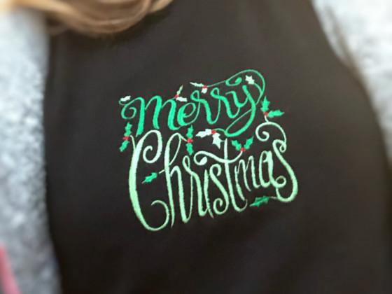 Aus schwarzem Rolli wird Weihnachtspullover