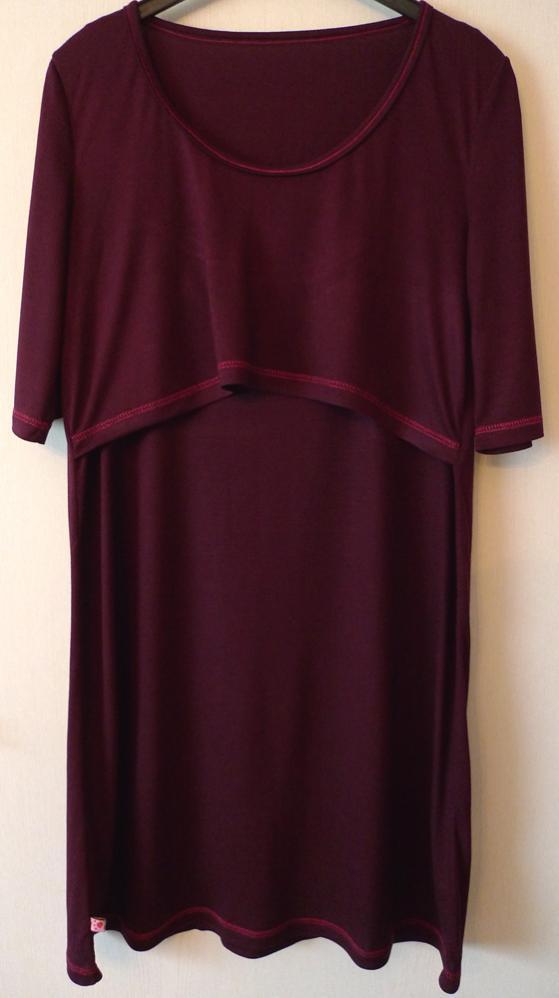 ein bequemes Still-Nachthemd