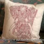 Riesiger Elefant auf Leinen