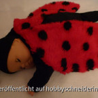 Ein leicht gefütterter Schlafsack fürs Baby aus Baumwollstoff mit Vliesfüllung (Futter: Baumwolljersey)