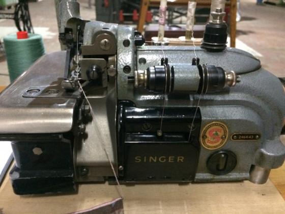 Alte Singer Überwendling Maschine Bild 2