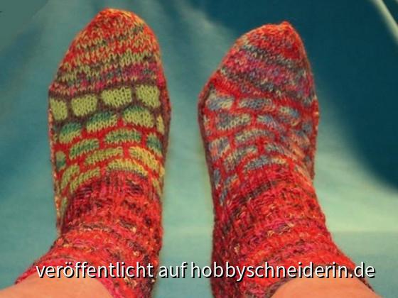 """Socken """"nach Art des Hauses"""", möglichst bunt, musterreich und nie """"einheitlich""""!"""