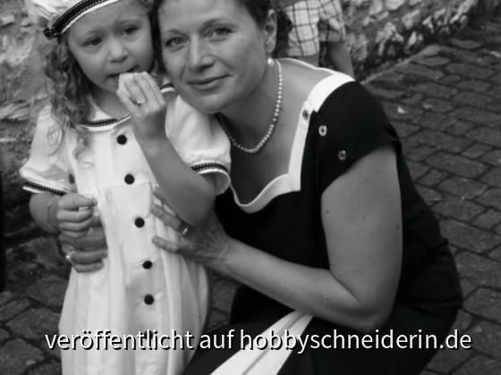 Tauffestkleid für Mutter und Tochter.