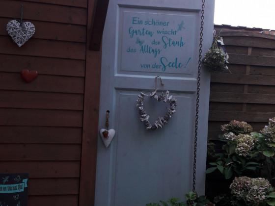 eine Alte Tür kommt zu neuen Ehren