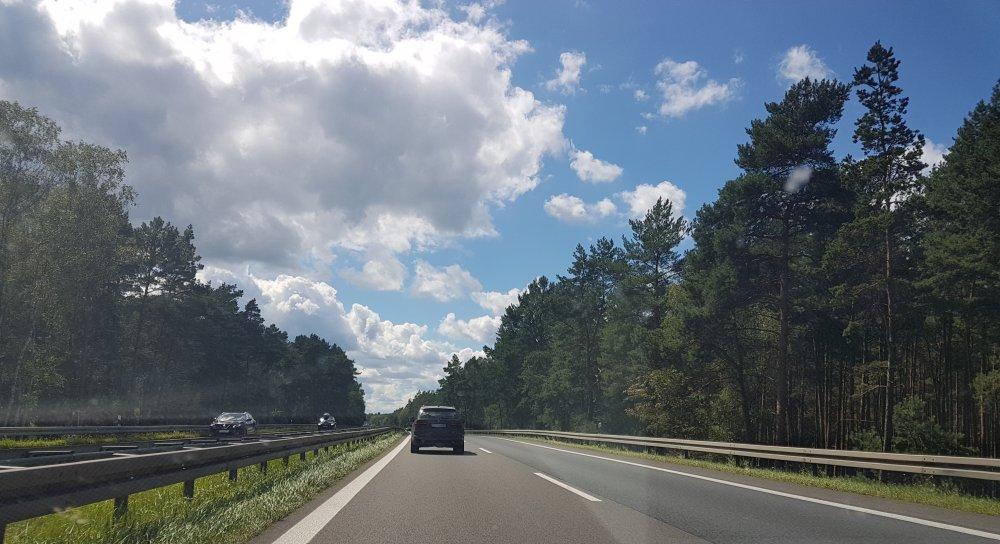 Linksfahren auf Autobahn