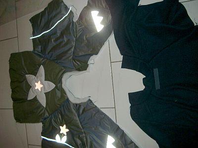 Jacken gegeneinander hingelegt