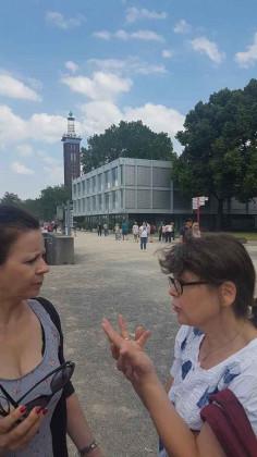Gespräche am Rheinufer